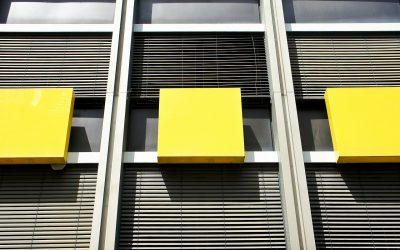 Rolety zewnętrze dla okien – jakie są ich cechy, funkcje i dlaczego warto je zamontować?